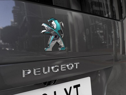 NEW PEUGEOT e-Traveller Business - Rear Dychroic Lion