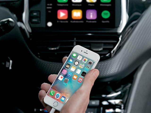 /image/19/6/208-5-door-mirror-screen-and-car-play.126196.jpg