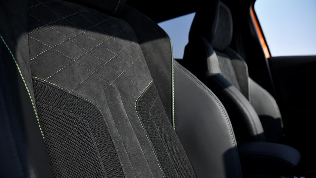 ALL-NEW PEUGEOT 2008 SUV: leather and Alcantara® seats with dynamic lines