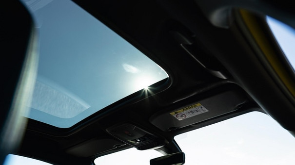 NEW PEUGEOT 208 - Panoramic sunroof