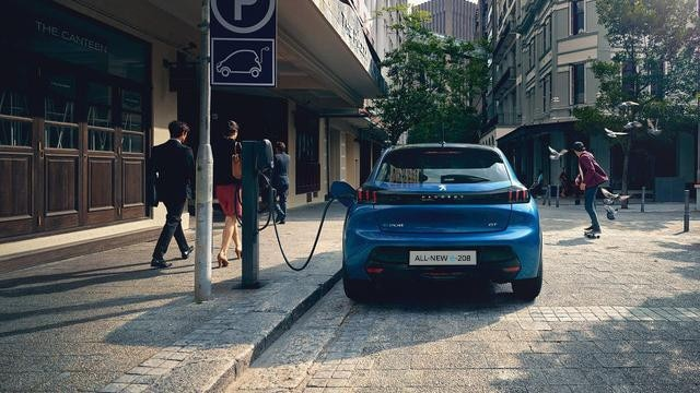 ALL-NEW PEUGEOT 208 – Charging at public charging stations