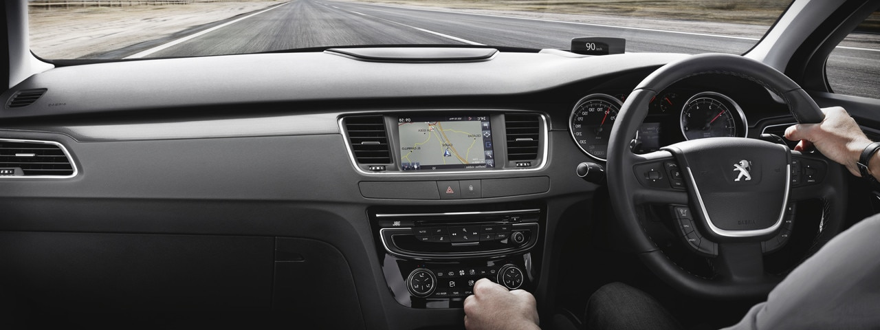 /image/73/5/508-saloon-dashboard-and-touch-screen.126735.jpg