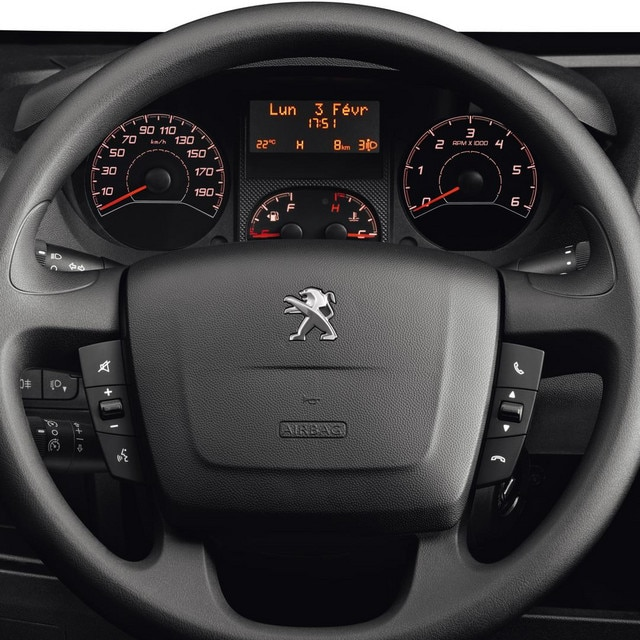 /image/73/5/peugeot-boxer-photo-interior-2-1920.134735.jpg