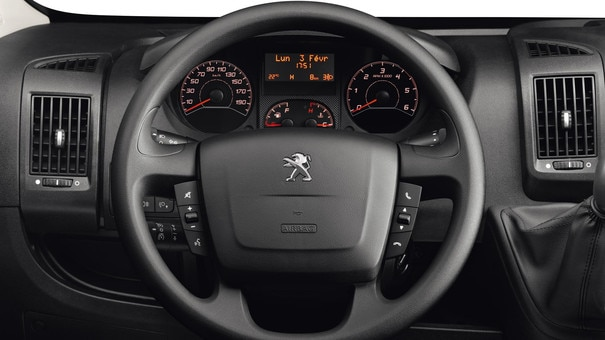 /image/77/3/peugeot-boxer-photo-interior-2-1920.134773.jpg