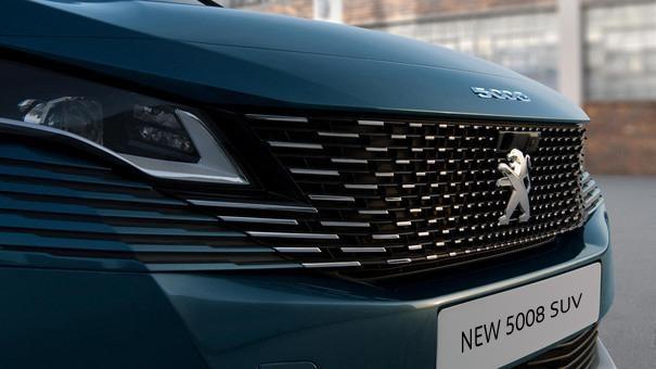 New PEUGEOT 5008 SUV: new frameless radiator grille