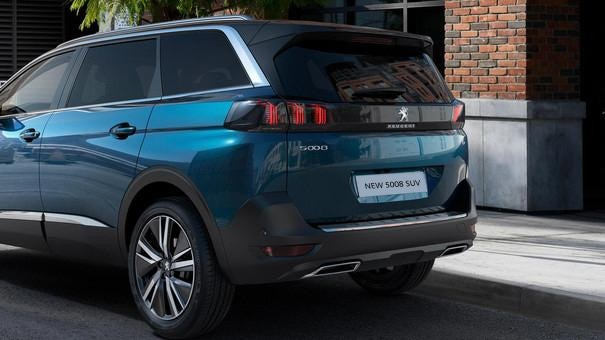 New PEUGEOT 5008 SUV: Space