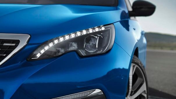 PEUGEOT 308: full LED front headlights