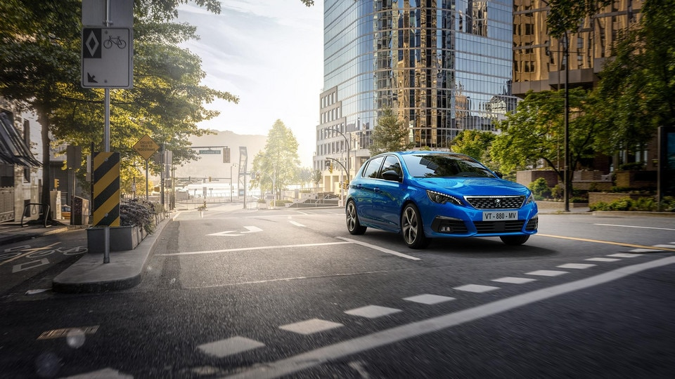 PEUGEOT 308, the compact saloon with a sleek design, a unique driving experience and pure efficiency