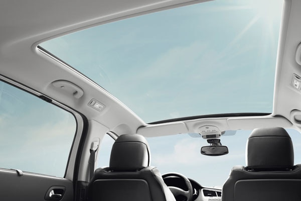 /image/92/7/peugeot_5008_panoramic_glass_roof.126927.jpg