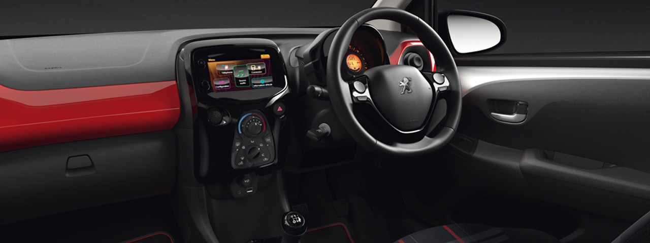 /image/93/0/108-3-door-touch-screen-and-dashboard.125930.jpg