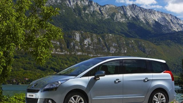 /image/93/8/5008-mpv-peugeot-connect-sos-and-assistance.126938.jpg